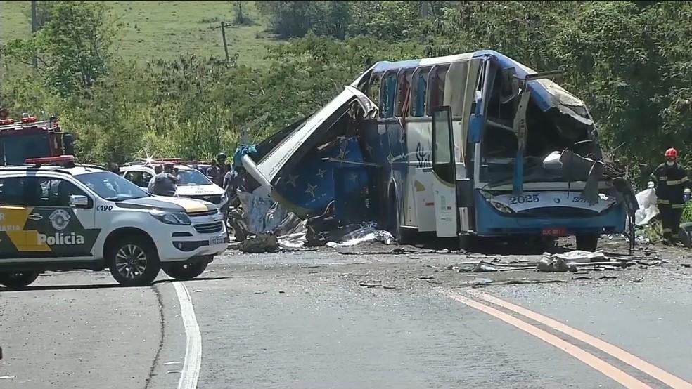 Acidente foi na rodovia Alfredo de Oliveira Carvalho — Foto: Reprodução/TV Globo