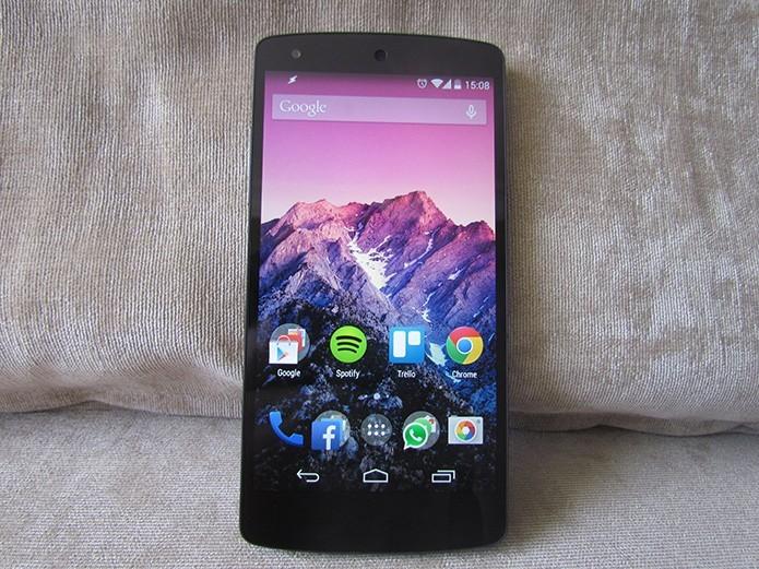 Nexus 5 traz Android puro com garantia de atualizações (Foto: Paulo Alves/TechTudo)