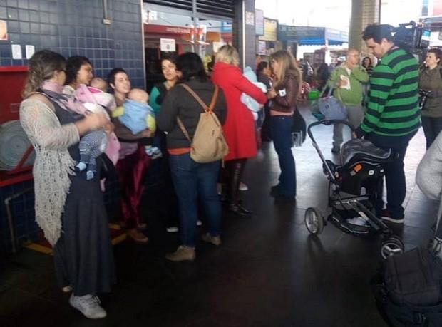 Mães do ABC paulista organizaram o mamaço (Foto: Reprodução/Facebook)