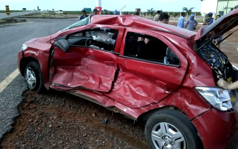 Homem morreu após batida entre carro e caminhão na Bahia (Foto: Blogbraga/Edivaldo Braga)