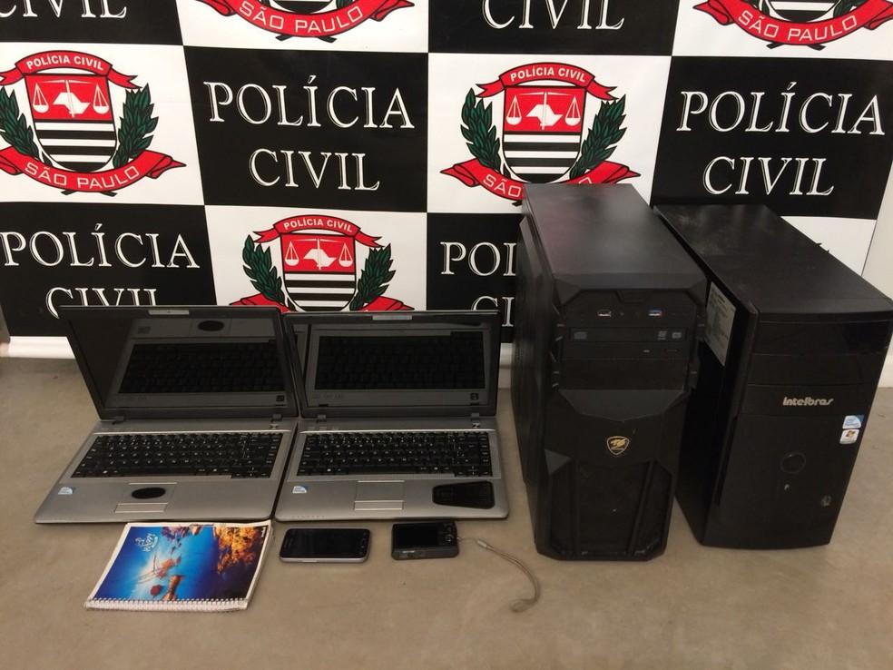 Em Bauru, computadores e notebooks também foram apreendidos e duas pessoas foram detidas em flagrante (Foto: Carolina Abelin / TV TEM )