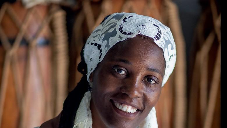 Maria das Graças, integrante do congo Moçambique de São Benedito; (Foto: Alexandre Mota/Nitro)