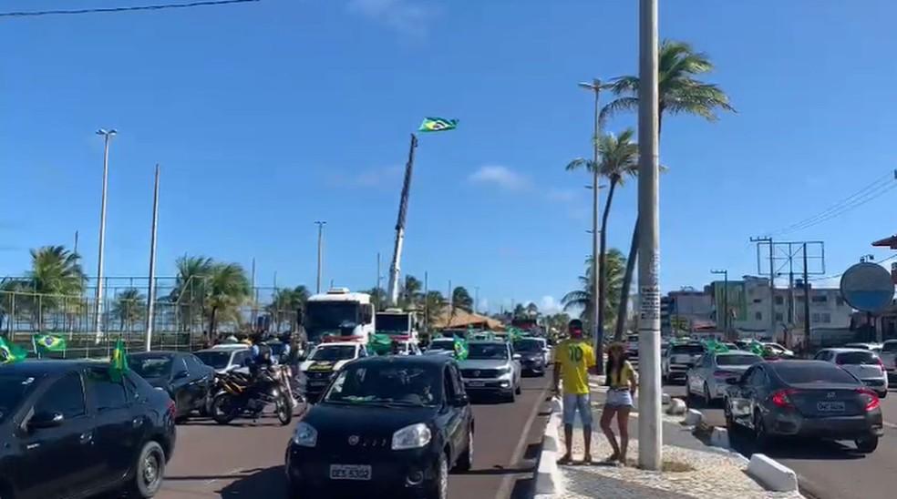 TERÇA-FEIRA (7) - ARACAJU (SE): carreata em apoio a Bolsonaro foi iniciada na Orla da Atalaia — Foto: Gustavo Rodrigues/G1