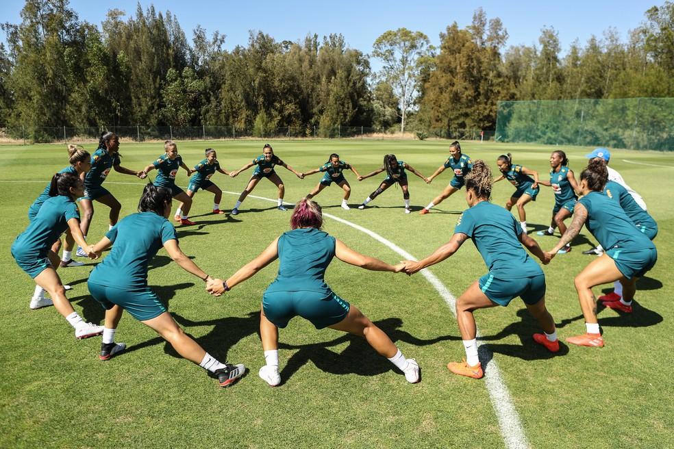 Jogadoras no treino da seleção brasileira em Portimão — Foto: CBF