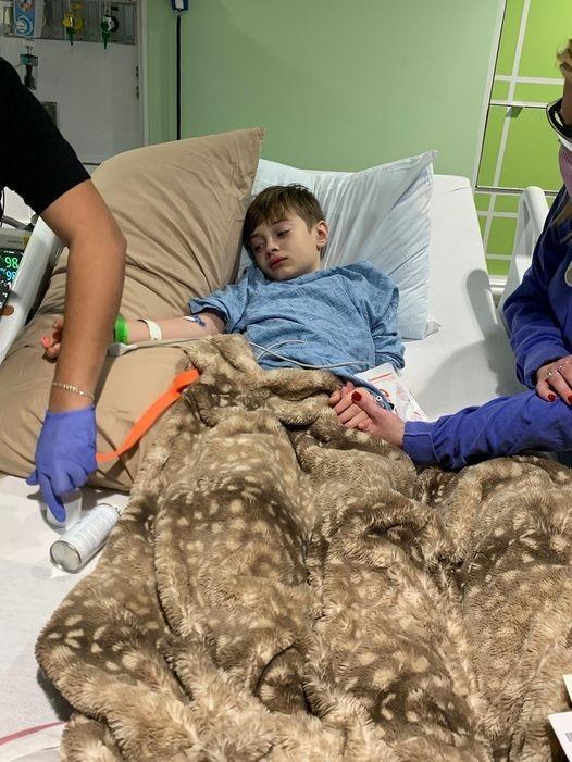 Menino desenvolveu síndrome multissistêmica após covid-19 (Foto: Reprodução/Facebook/CBS Austin)