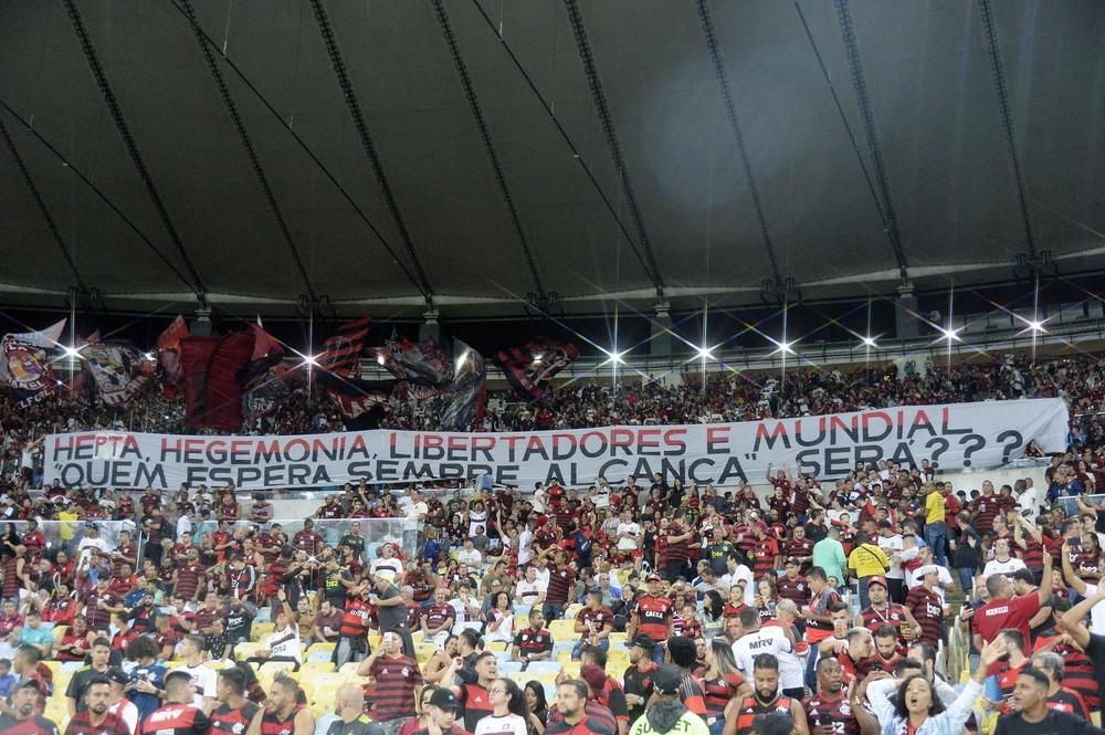 Torcedores do Flamengo cantam gritos homof�bicos no cl�ssico contra o Fluminense no Maracan�