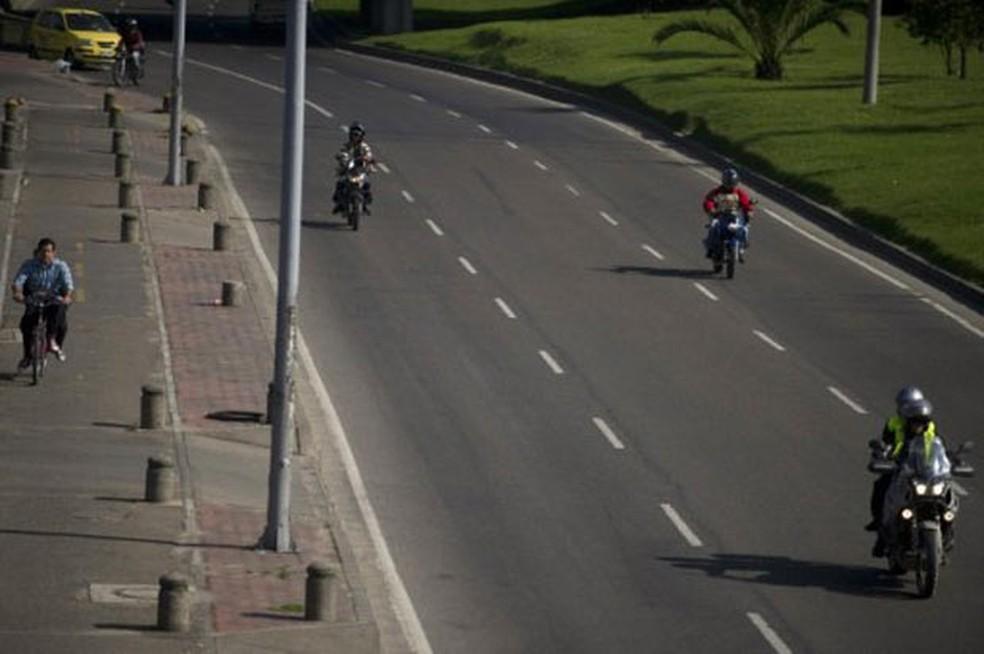 Motos em Bogotá (Foto: Eitan Abramovich/AFP)