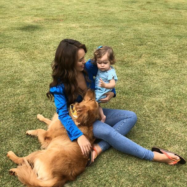 Rafa Kalimann compartilha foto muito linda com sobrinha e cachorro ...
