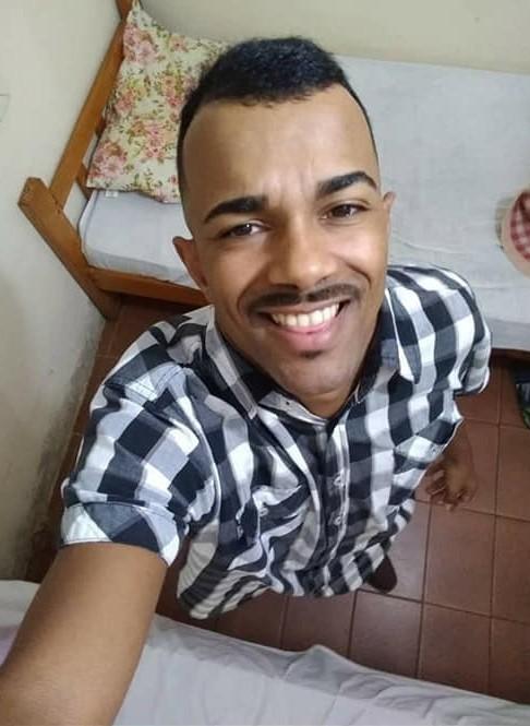Homem morre esfaqueado ao tentar ajudar mulher que estava sendo mantida presa em apartamento no RJ  - Notícias - Plantão Diário