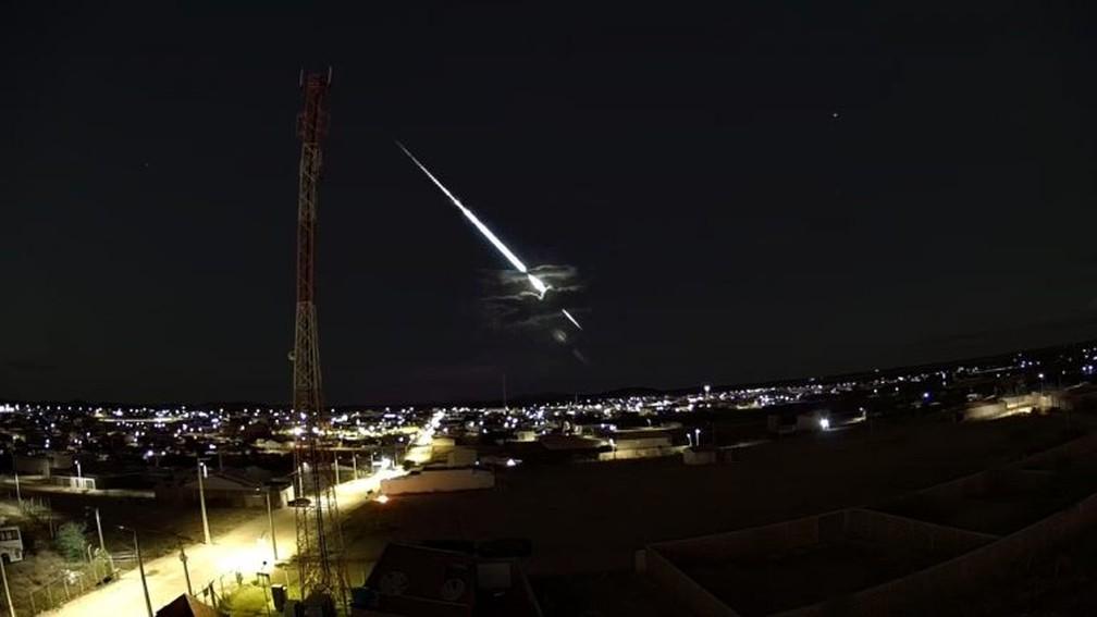 Meteoro brilhante foi visto no Sertão de Pernambuco na noite da quarta-feira (15) — Foto: Atel Telecom/Clima Ao Vivo