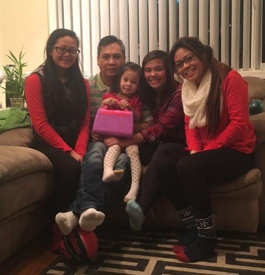Rain e Meeiah (ao centro) em foto com o restante da família Tolentino