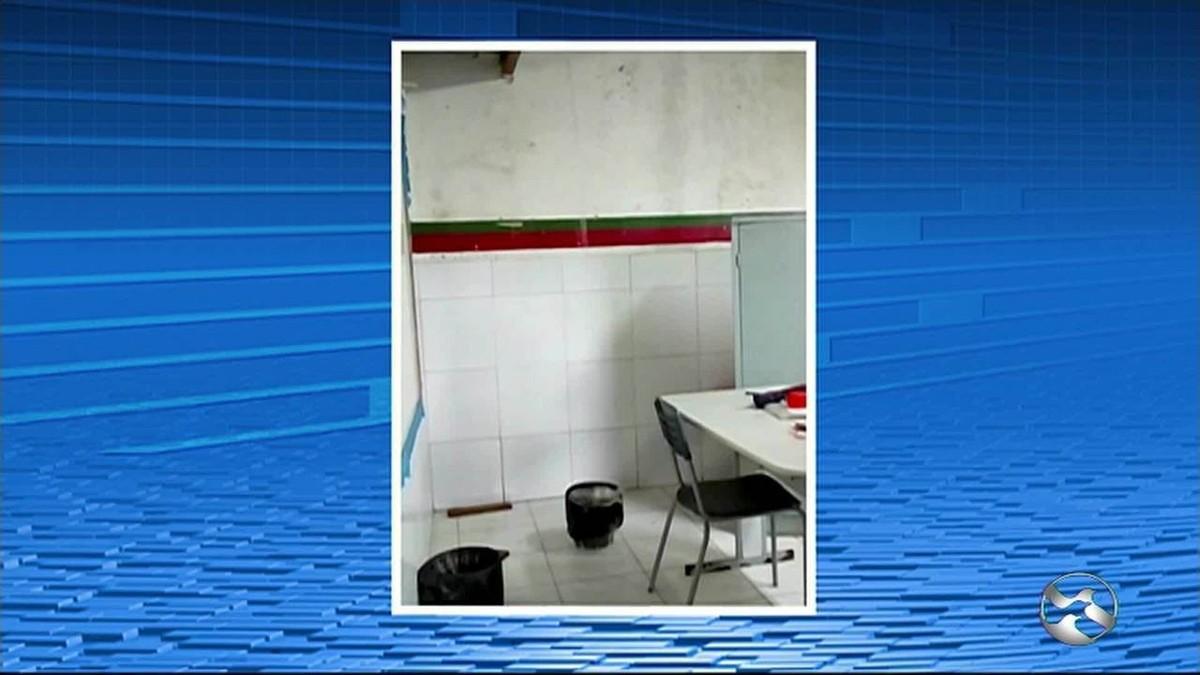Chuva invade escola municipal no primeiro dia de volta às aulas em Caruaru