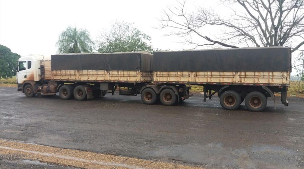 Caminhão com maconha foi apreendido em rodovia de distrito de Amandina (Foto: Divulgação/Polícia Militar Rodoviária)