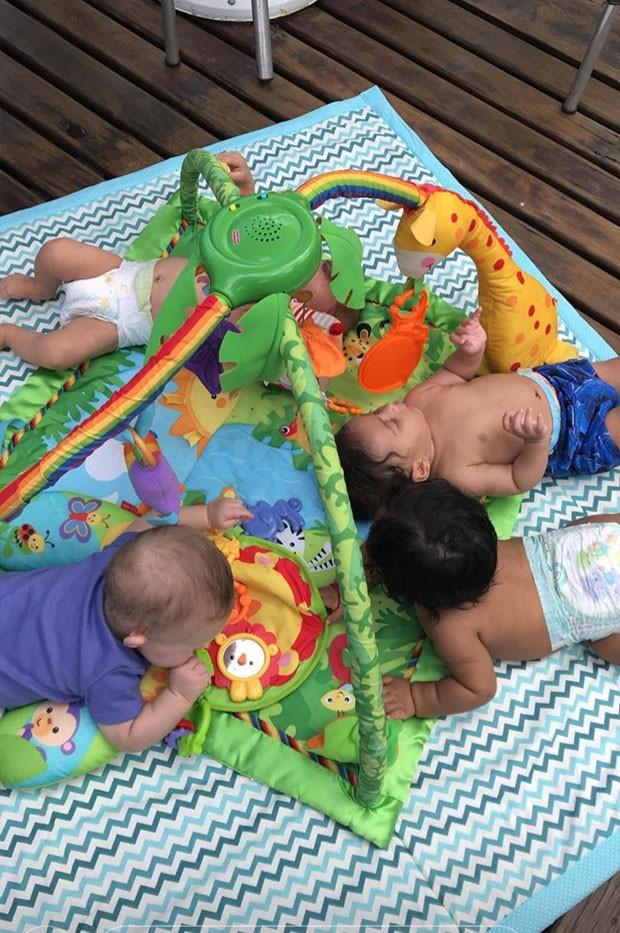 Os bebês: Yolanda, Gael, Benjamin e Bernardo (Foto: Reprodução / Instagram)