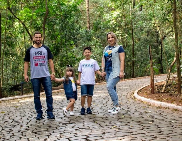 Silvio e Francielle com os filhos Gabriel, 8, e Maria Rita, 4 (Foto: Arquivo pessoal)