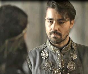 Ricardo Pereira é Virgílio em 'Deus salve o rei' | Reprodução
