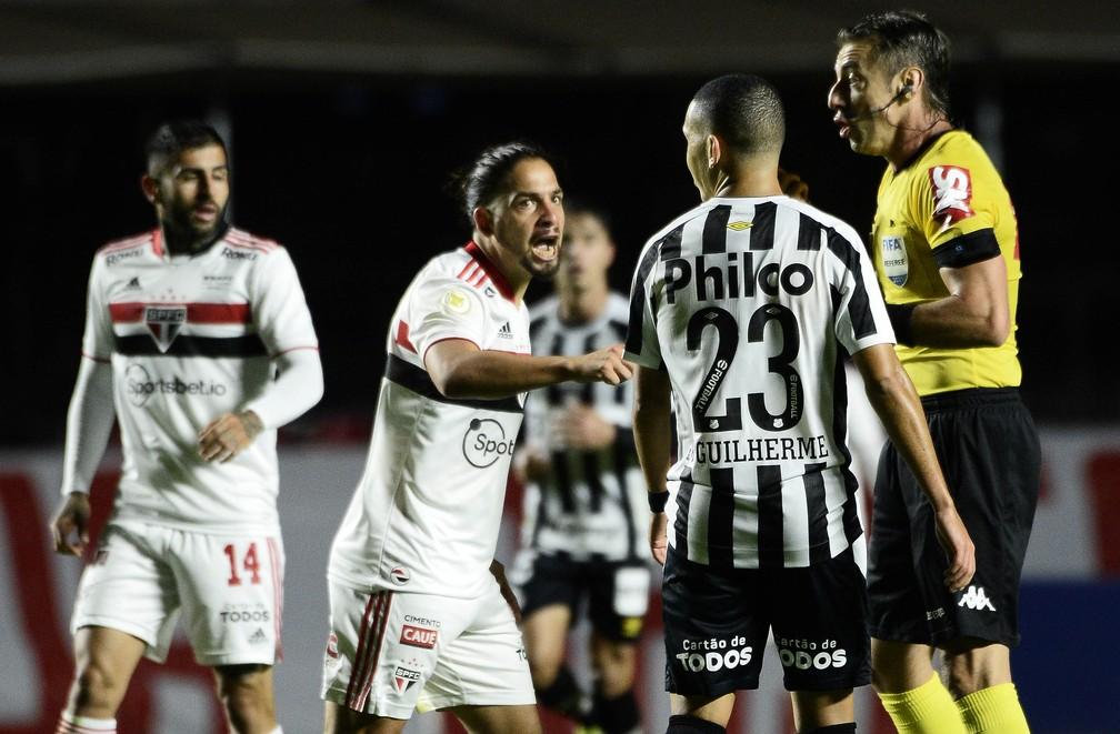 Benítez atuou por poucos minutos no clássico contra o Santos — Foto: Marcos Ribolli