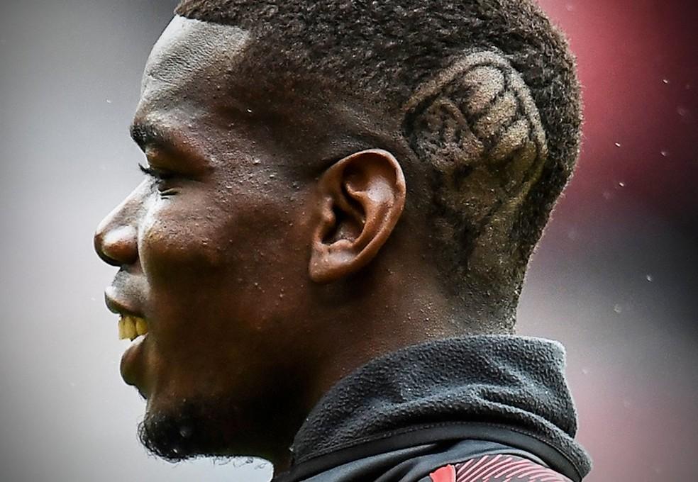 Pogba usa penteado com símbolo do movimento Black Lives Matter — Foto: AFP
