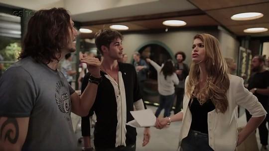 'Dennis is coming': diretor de 'Rock Story' é alvo de brincadeira do elenco