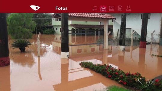 Chuva no ES desaloja famílias, causa quedas de árvores, barreiras, muros e prejuízos de Norte a Sul