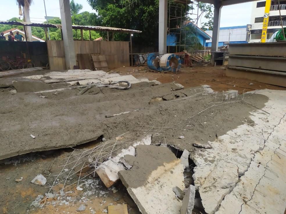 Estrutura desabou com funcionários nesta sexta, 13, em Ji-Paraná — Foto: WhatsApp/Reprodução