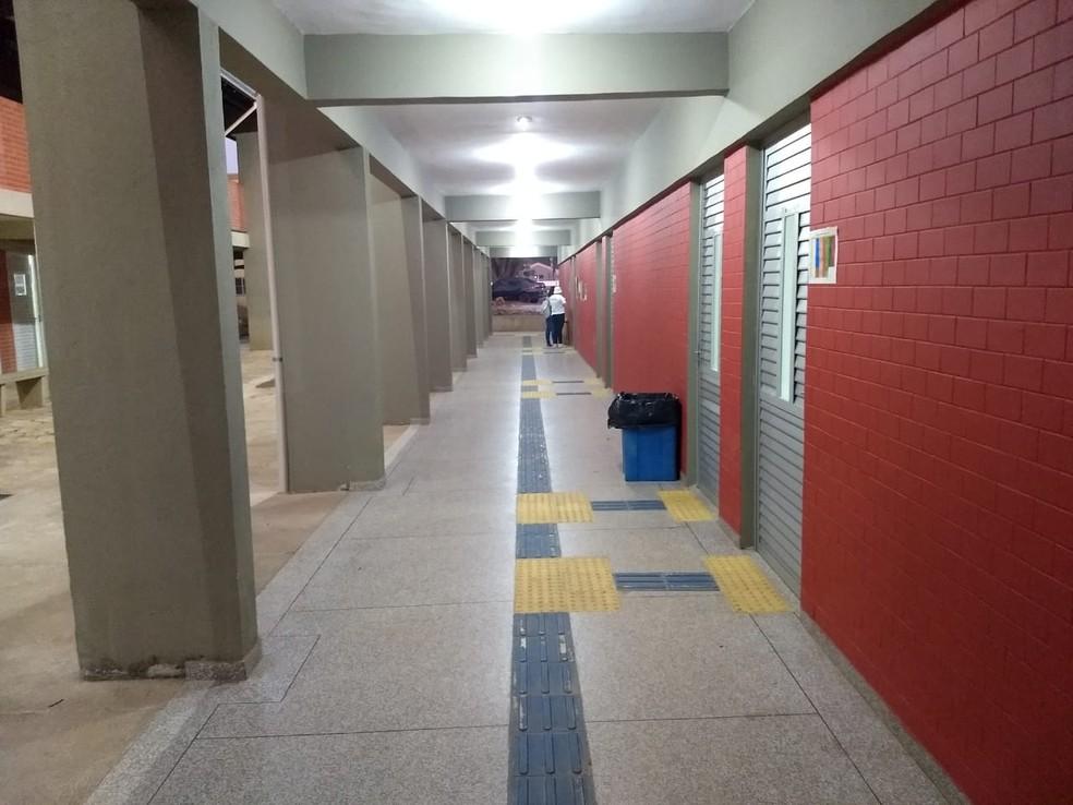 Universitário foi obrigado a dormir no campus da Unir por não ter como voltar para casa depois das 23h — Foto: Diêgo Holanda/G1