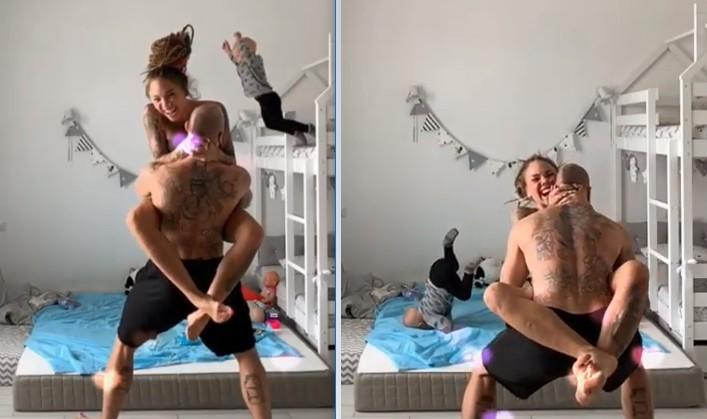 Menino de 3 anos imita os movimentos da mãe e salta do alto da beliche. Colchão no chão amorteceu a queda (Foto: Reprodução Youtube)