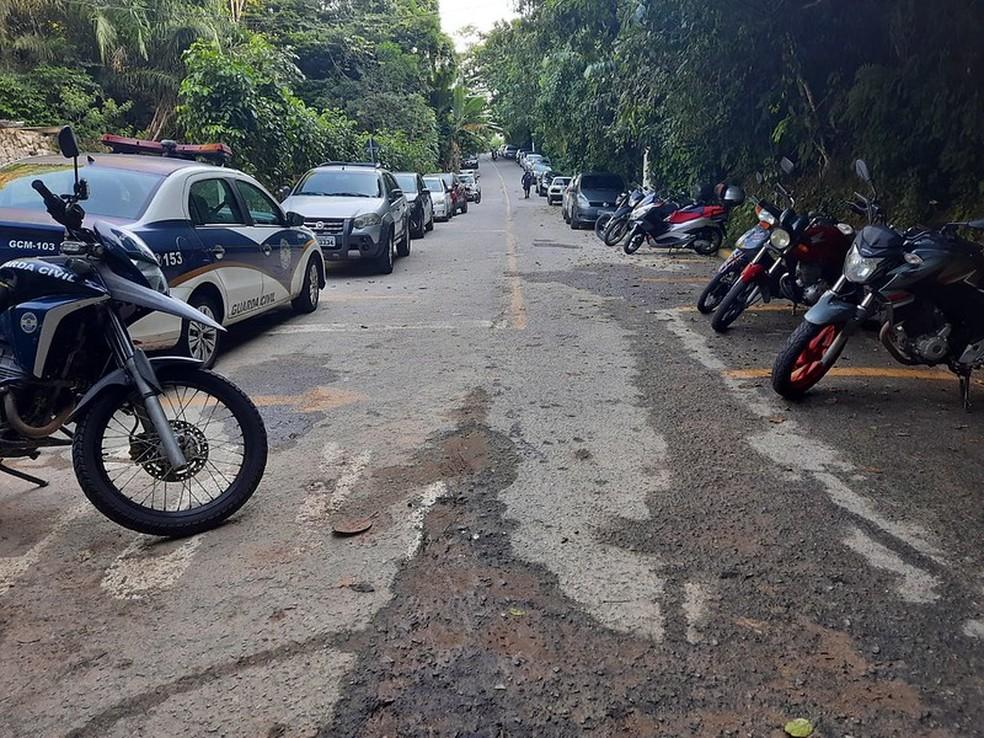 Veículos foram multados e, segundo GCM, maioria das placas eram de São Paulo — Foto: Divulgação/Prefeitura de Guarujá