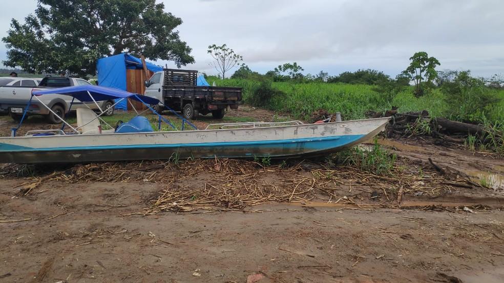 Equipes encontraram embarcações usadas para a extração de ouro. — Foto: Polícia Federal/Divulgação