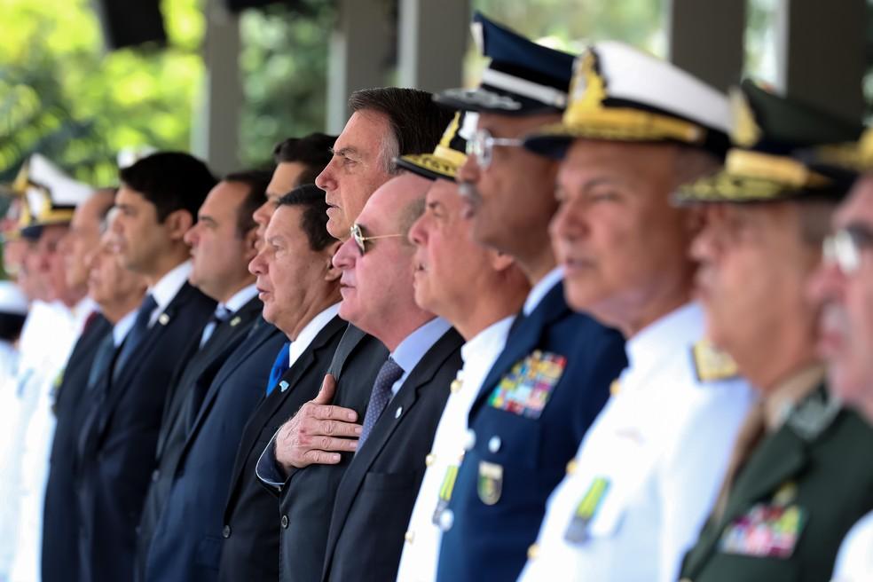 Presidente Jair Bolsonaro em cerimônia do dia do Marinheiro e Imposição da Medalha Mérito Tamandaré — Foto: Marcos Corrêa/PR