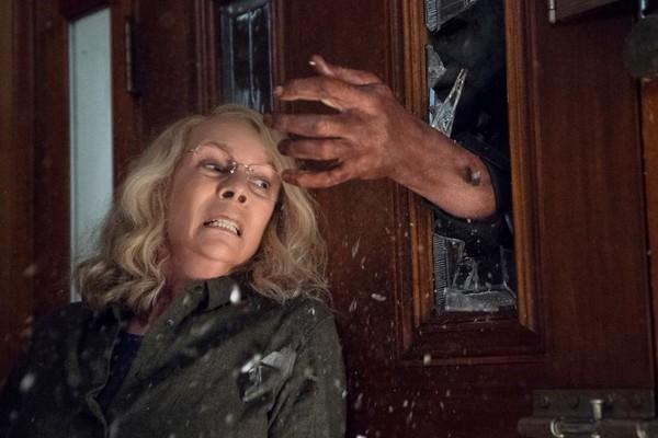 Jamie Lee Curtis em cena do próximo filme da franquia Halloween (Foto: Reprodução)