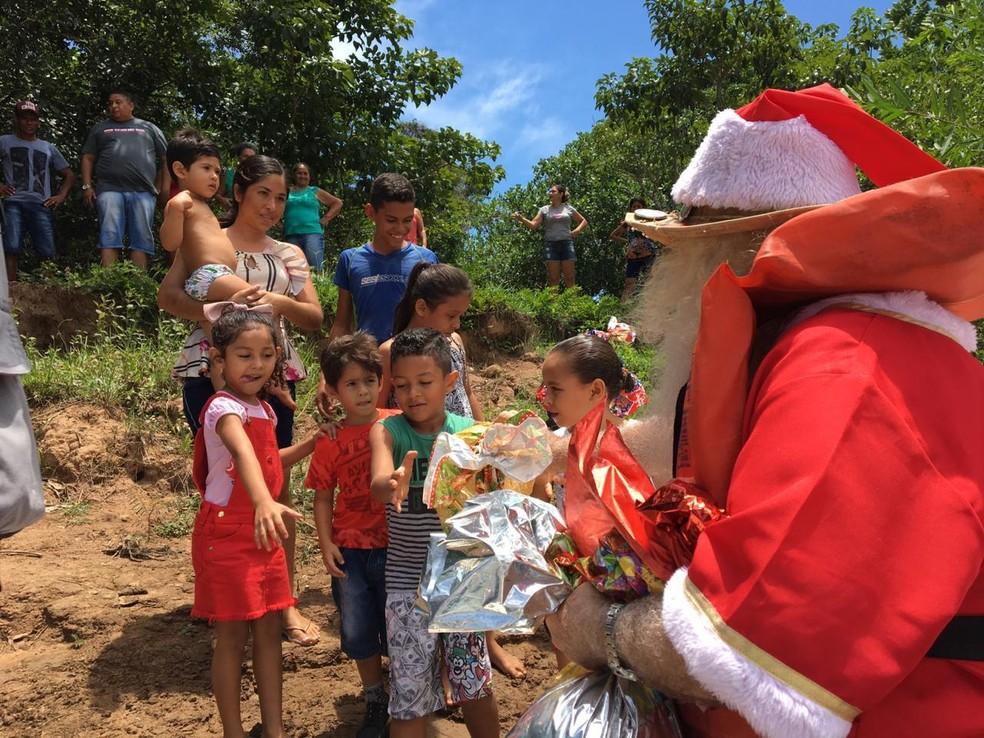Crianças já aguardam a chegada do Papai Noel — Foto: José Pereira/ TVCA