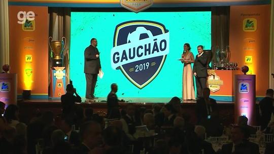 Sem dormir, Renato surpreende e rouba a cena em premiação do Gauchão; Inter é ausência