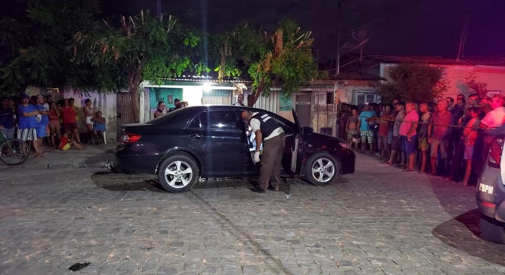 João Batista Silva dos Santos estava com a mãe e a irmã de sete anos quando foi executado — Foto: Iara Nóbrega/Inter TV Costa Branca