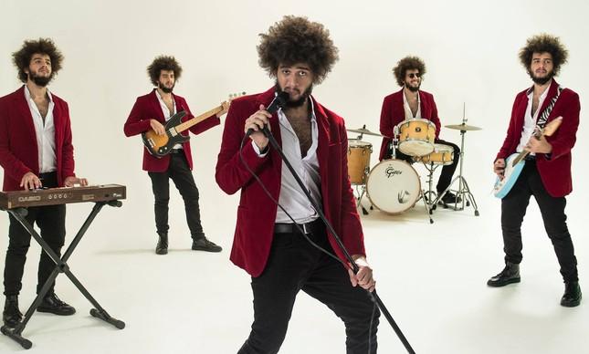 Matheus Torreão no clipe de 'Adeus meu rock'n'roll'