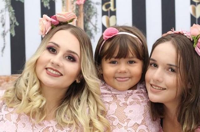 Talita Cantori e as duas filhas (Foto: Reprodução Instagram)
