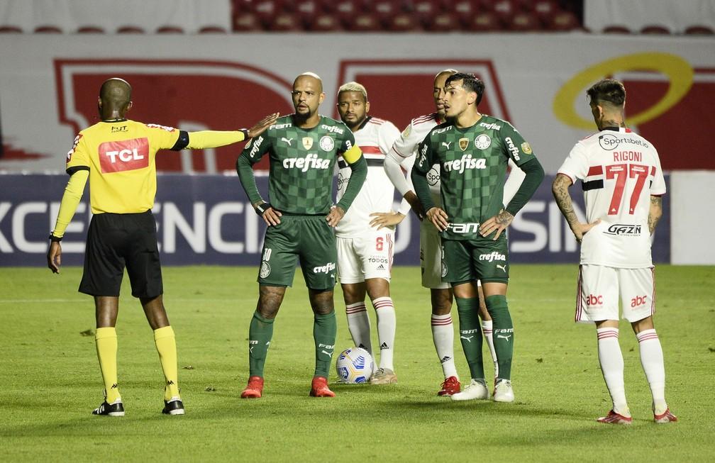 Pênalti anulado pelo VAR em São Paulo x Palmeiras — Foto: Marcos Ribolli
