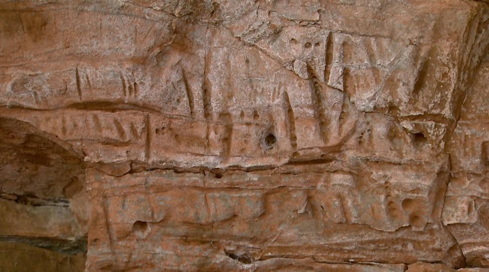 Marcas encontradas em caverna dentro de fazenda em Pedregulho, SP — Foto: Carlos Trinca/EPTV