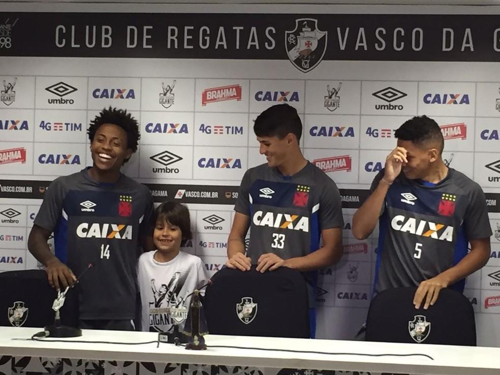 Henrique com Paulo Vitor, Mateus Vital e Paulinho (Foto: Fred Huber)