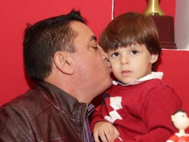 João Reis, pai de Cristiano Araújo e o neto Bernardo, em Goiás (Foto: Reprodução/Instagram)