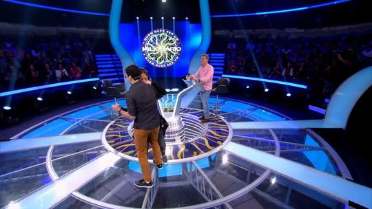 Participante do 'Quem Quer Ser um Milionário?' fatura R$50 mil e comemora com dança de forró