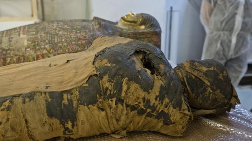 """Especialistas dizem que a mulher foi """"cuidadosamente mumificada"""", o que sugere que ela tinha """"posição social elevada"""" — Foto: Warsow Mummy Project/Via BBC"""