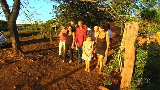 Trabalhador rural reencontra irmãos que não via há 40 anos, em Goiás