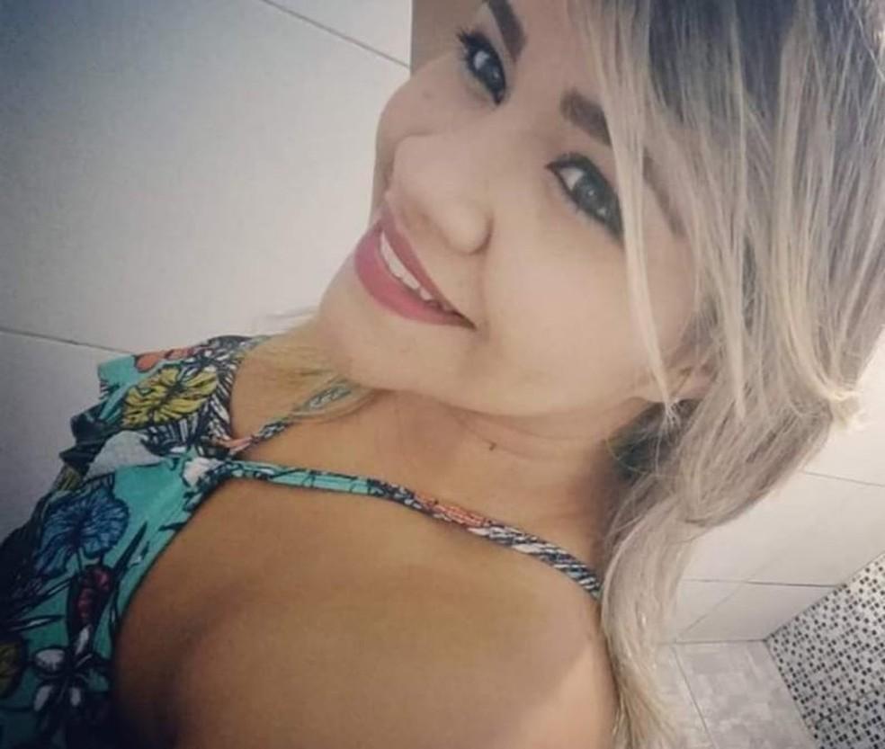 Maria de Paula, morta na frente dos filhos e da mãe na noite de quarta-feira em Fortaleza — Foto: Arquivo pessoal