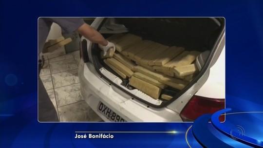 Polícia apreende meia tonelada de maconha e R$ 12 mil dentro de veículos