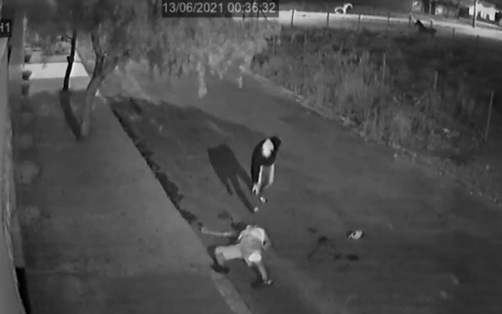 Câmera registra traficante sendo morto a tiros em Anápolis, Goiás — Foto: Divulgação/Polícia Civil