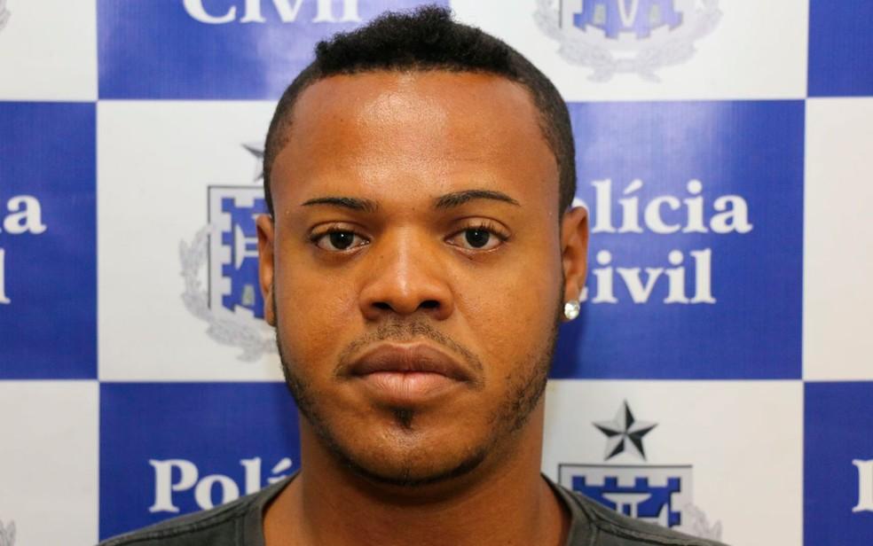 Homem foi preso suspeito de cometer o crime  (Foto: Divulgação/SSP)