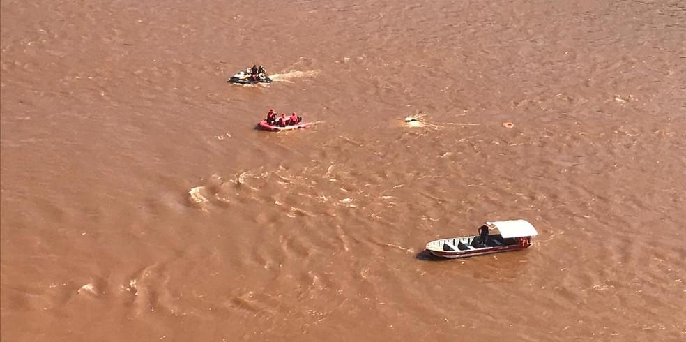 Bombeiros buscam jovem de 19 anos desaparecidos após embarcação virar em Barra do Guarita — Foto: Bombeiros / Divulgação