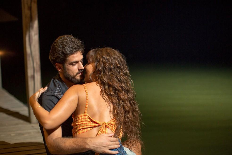 Marco Pigossi e Fabíula Nascimento em cena do filme 'O nome da morte' (Foto: Divulgação)