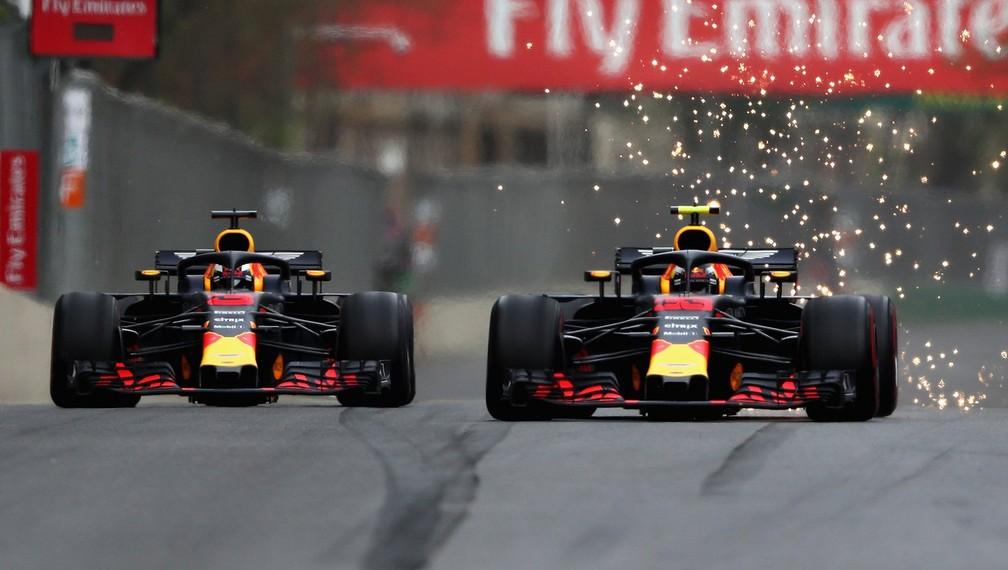 Verstappen e Ricciardo travaram duelos acirrados no Azerbaijão (Foto: Divulgação)